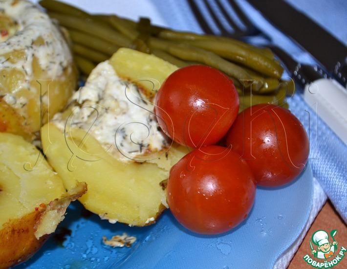 Рецепт: Картофель, запеченный с фетаксой в мультиварке