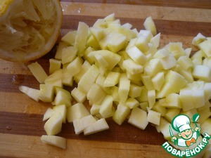 Apple cleaned from skin and seeds. Cut into cubes and pour with lemon juice.