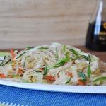 Тёплый салат из фунчозы и капусты