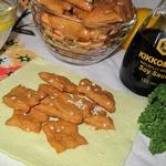 Крекеры с кунжутом и паприкой