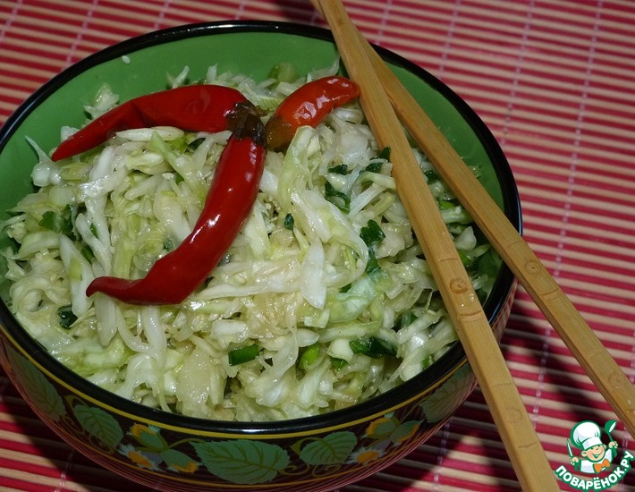 Рецепт: Острый салат из свежей капусты