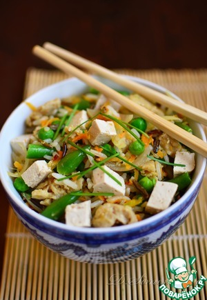 Put the finished rice on a dish and top to gently press the tofu.