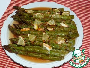 Asparagus baked with lemon in aerogrill