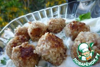 Рецепт: Фрикадельки из фарша и булгура с натуральным йогуртом