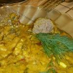 Фрикадельки с картофелем и фасолью в соусе