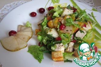Рецепт: Теплый салат с грушей, сыром и курицей
