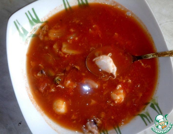 Рецепт: Томатный суп с морским коктейлем