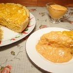 Пирог с квашеной капустой и соусом из сладкого перца