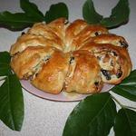 Пирог-рулет с миндалем и сухофруктами