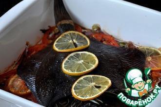 Рецепт: Запеченная камбала на овощной чешуе