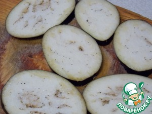 Eggplant cut into 6 slices, sprinkle with salt and leave for 15 min.