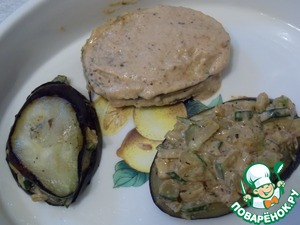 In a greased form to put 3 slices of eggplant. They put the stuffing and close the eggplant. Top lubricated with a mixture of oat flour and spices.