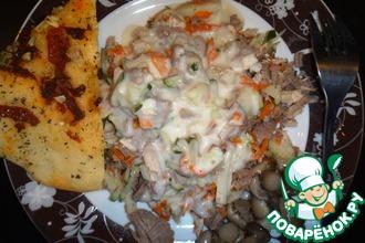Рецепт: Теплый салат из тетеревиных грудок с соусом