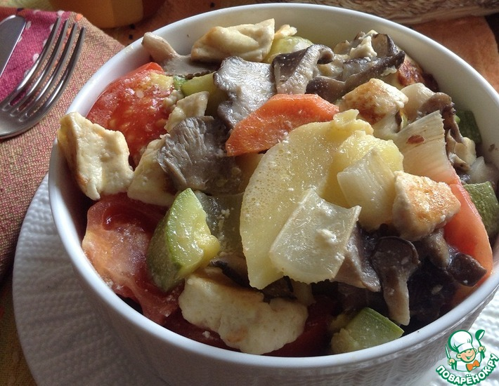 Рецепт: Овощи, томленые с сыром и сметаной