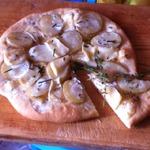 Пицца с картофелем и мягким сыром