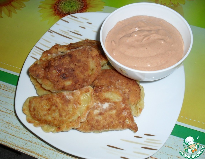 Рецепт: Мини-чебуреки по маминому рецепту с соусом