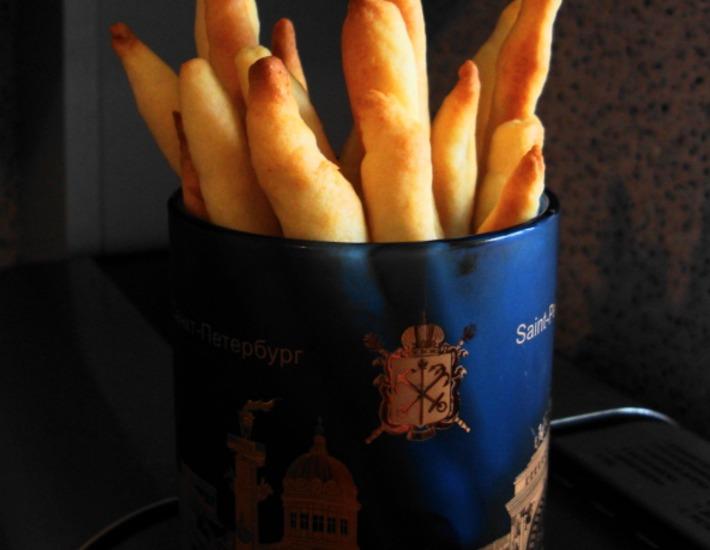 Рецепт: Сырное печенье или сырные палочки