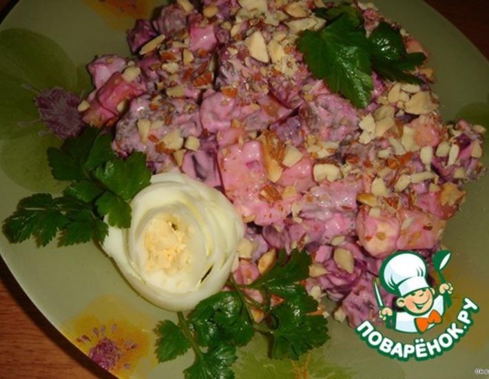 Рецепт: Салат из говядины с сыром и свеклой
