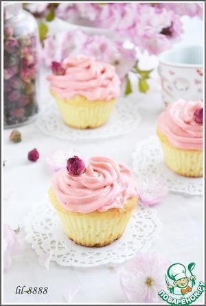 5. На остывшие капкейки нанести крем с помощью кондитерского мешка и насадки. Можно украсить бутончиками роз.   Приятного аппетита!