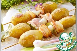 Рецепт: Картофель на шпажках с салом и чесноком