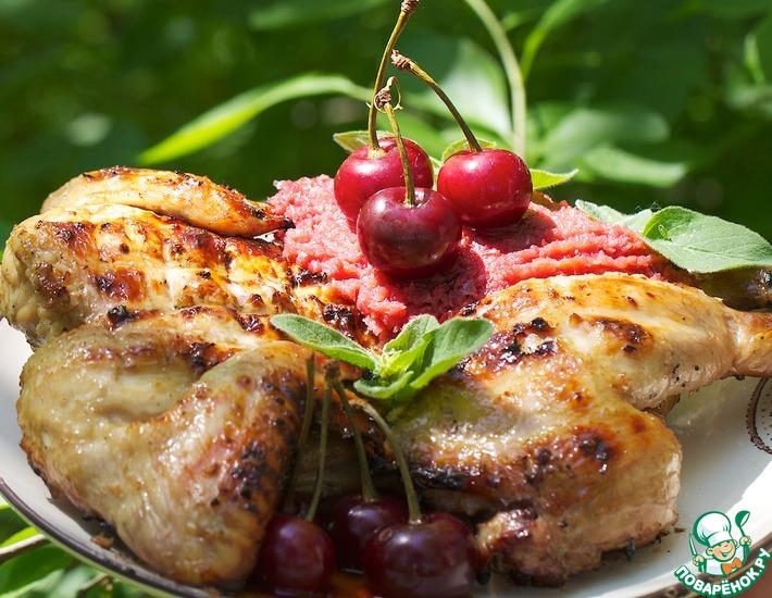 Рецепт: Цыпленок-корнишон с луково-вишневым конфитюром