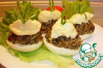 Рецепт: Фаршированные яйца Гурман с сушеными грибами
