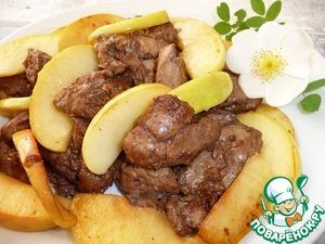 Карамелизированная куриная печень с яблоком