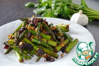 Рецепт: Тёплый салат из спаржи и изюма