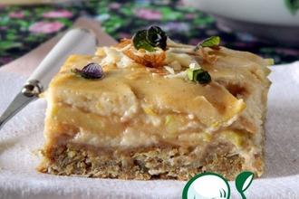 Рецепт: Овсяный пирог с яблоками и банановой заливкой