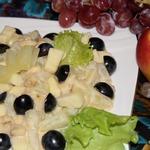 Салат фруктовый с соусом из сгущенного молока и майонеза