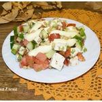 Салат овощной с копченым сыром