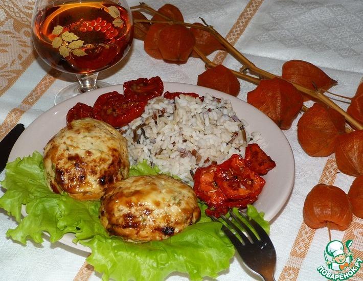 Рецепт: Куриные биточки с вялеными томатами и зеленью (в аэрогриле)