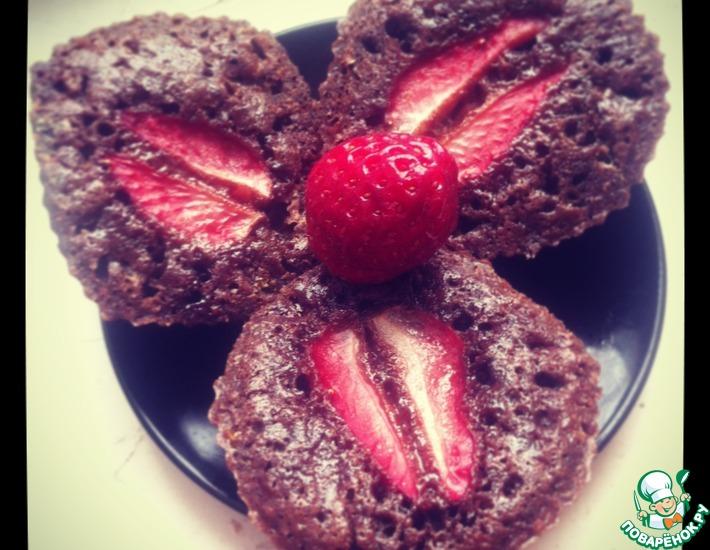 Рецепт: Шоколадные пирожные с шоколадной пастой и клубникой