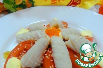 Рецепт: Теплый салат с шишечками из кальмаров