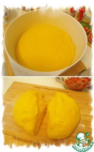 Накрыть полотенцем и поставить в тёплое место минут на 40 что бы тесто хорошо подошло. Когда тесто подойдёт, обмять его и разделить на две равные части.