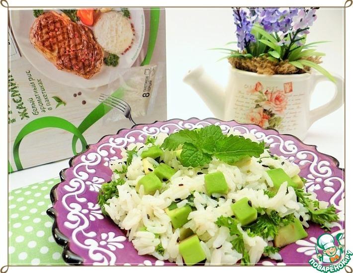 Рецепт: Рисовый салат с авокадо, черным кунжутом и мелиссой