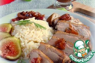 Рецепт: Утиная грудка с инжирным чатни и рисом