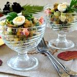 Сытный овощной салат с мидиями