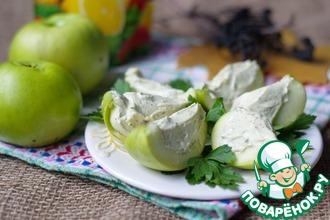 Рецепт: Яблочные дольки с селедочным кремом