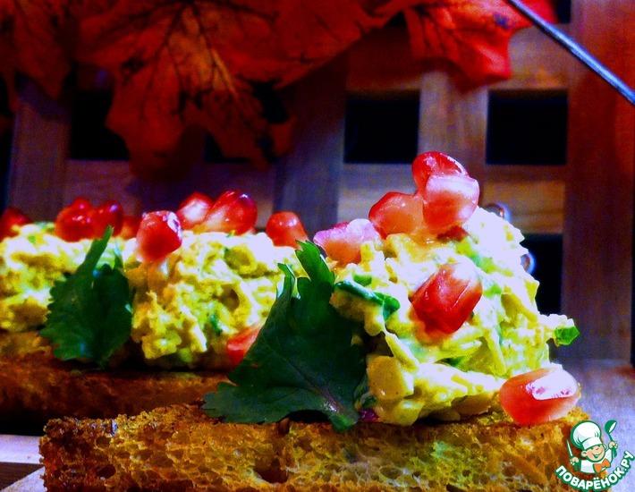 Рецепт: Куриный салат-карри на тостах