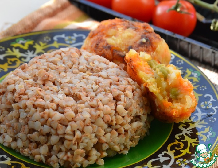 Рецепт: Гречневая крупа с вегетарианскими котлетами