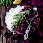 Салат из красной капусты с черносливом