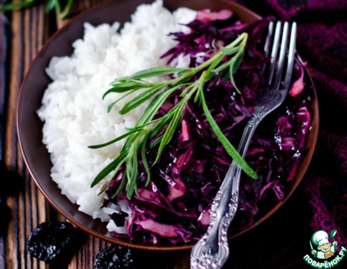 Рецепт: Салат из красной капусты с черносливом