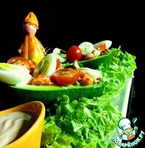 Выкладываем на салатные листья. Подаём с заправкой.