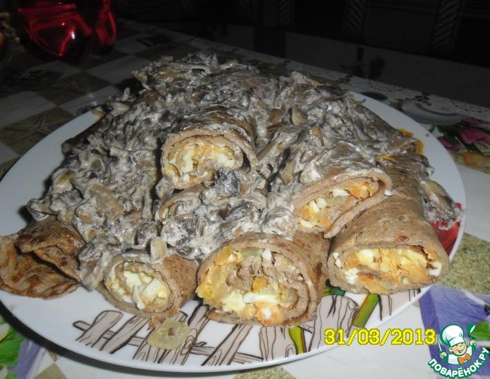 Рецепт: Печеночные блинчики с грибным соусом