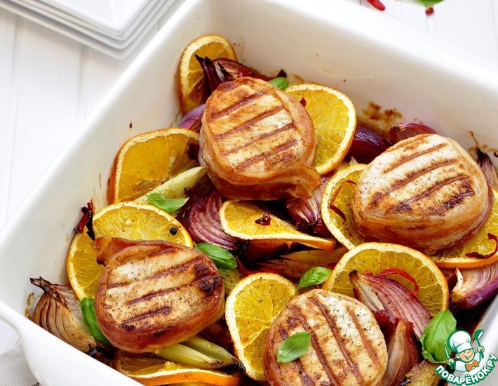 Рецепт: Медальоны из свинины с красным луком и апельсином