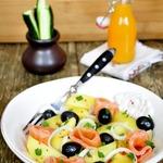 Маринованный лосось и картофельный салат с ним