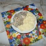 Шампиньоны с курицей в сметанном соусе