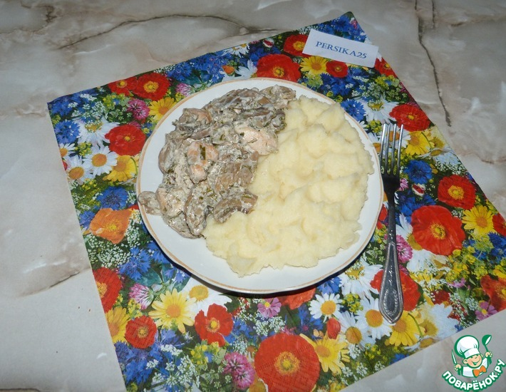 Рецепт: Шампиньоны с курицей в сметанном соусе