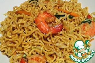 Рецепт: Жареная яичная лапша с овощами и креветками (Mie goreng)